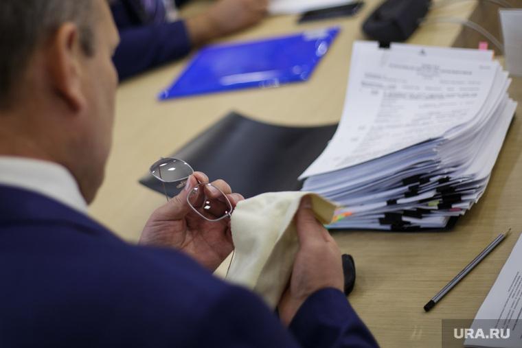 Заседание правительства по программам среднего профессионального образования. Пермь, очки, документы