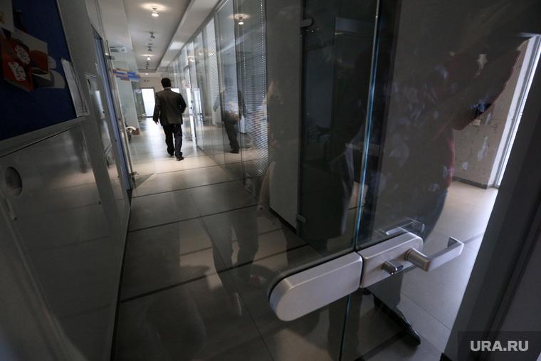 Русград: в офис следователи ГСУ пришли  с обыском. Екатеринбург, коридор, офис, закрытая дверь