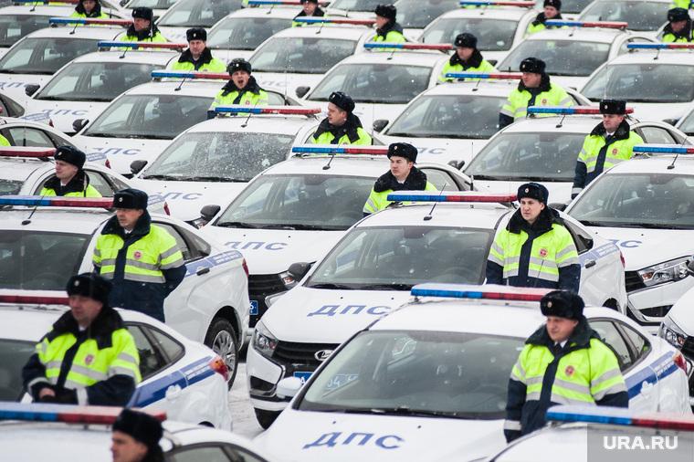 Вручение свердловским полицейским ключей от новых автомобилей. Екатеринбург , машина дпс, машины, полиция, правоохранительные органы, гибдд, дпс, автомобили