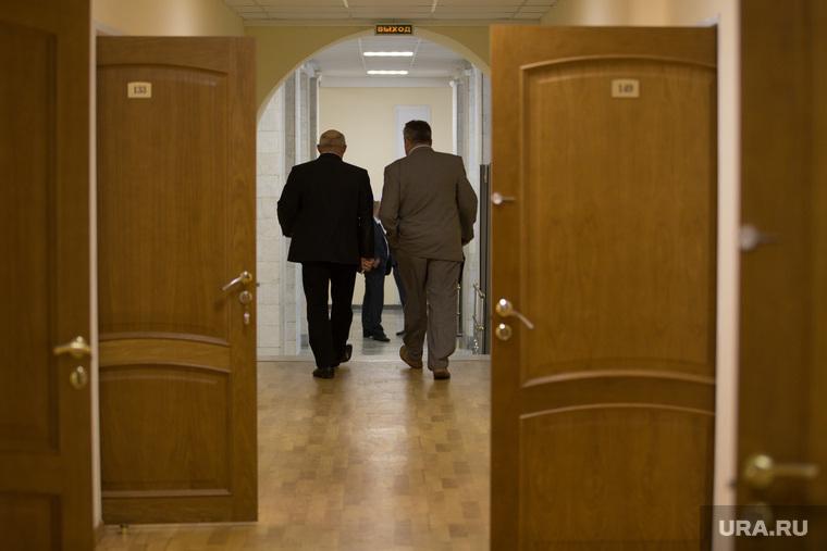 Совещание у Губернатора. Курган, коридор, чиновники, уходит, отпуск