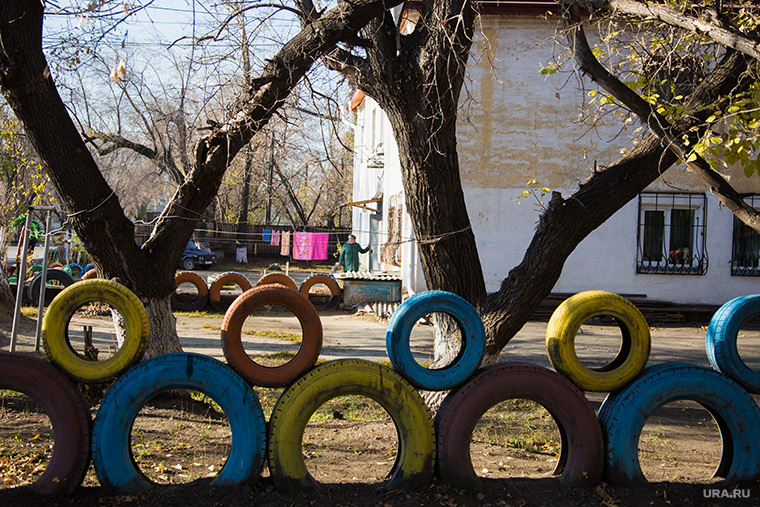 Рейд по дорогам с ОНФ. г. Курган, двор, забор из шин