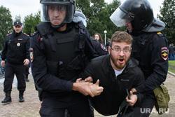 Задержания участников митинга против пенсионной реформы в Екатеринбурге, акция протеста, полиция, задержание, верников максим