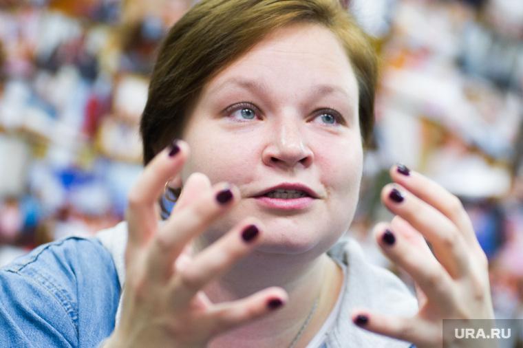 Интервью с Викторией Щёлковой. Екатеринбург, жест руками, щелкова виктория