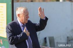 Рабочий объезд строек к саммитам ШОС и БРИКС Борисом Дубровским. Челябинск, тефтелев евгений, жест рукой