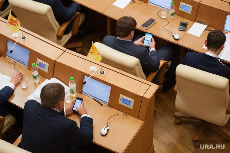 Законодательное собрание Свердловской области. Екатеринбург, гаджеты, телефоны, зависимость, депутаты