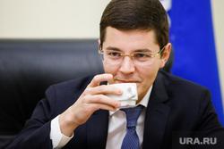 Дмитрий  Артюхов, заместитель губернатора ЯНАО по экономике. Салехард, чашка, артюхов дмитрий