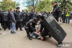 Несанкционированный митинг сторонников Навального против пенсионной реформы. Челябинск, омон, арест, щит, полиция, задержание