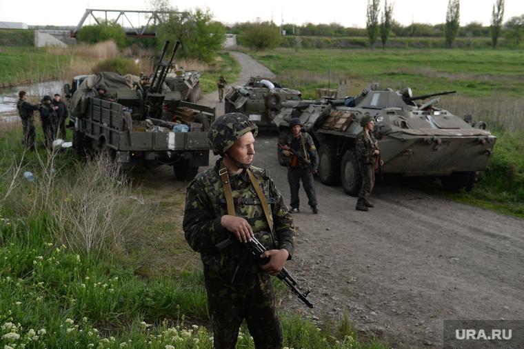 Гражданские блокируют военную технику между Краматорском и Славянском. Украина, военная техника, военные, солдаты, украинская армия