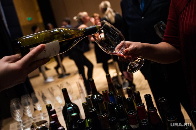 Дегустация французских вин и спиртных напитков в России-2017. Екатеринбург, вино, напитки, бутылки, алкогольная продукция, бокал, алкоголь, фуршет, дегустация