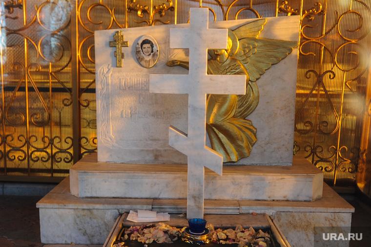 Могила Святого Славика на Чебаркульском городском кладбище. Челябинская область, кладбище, могила святого славика