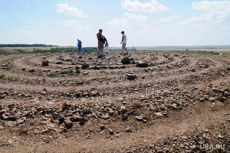 Аркаим. Архивные кадры 2010 года. Челябинская область, аркаим, спирали выложенные туристами