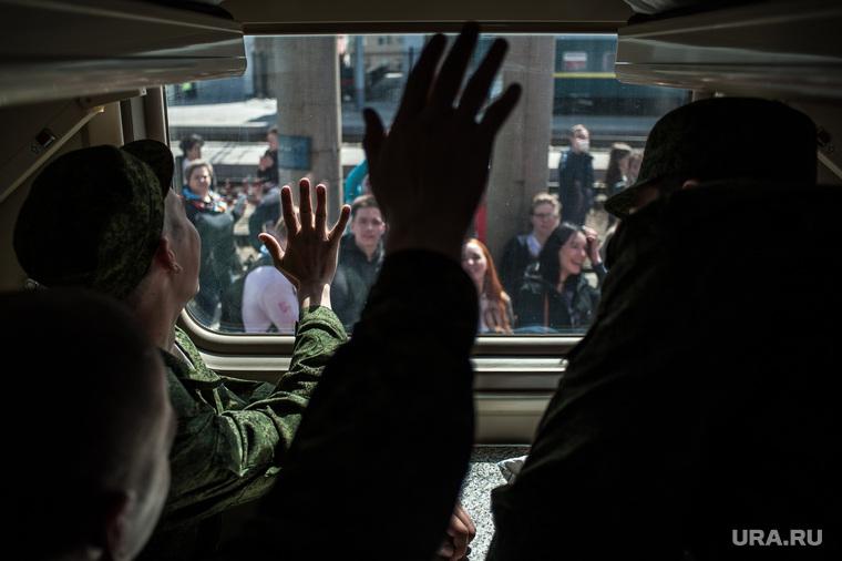 Отправка призывников на службу в Президентский полк (Кремлевский полк). Екатеринбург, руки, поезд, армия, солдаты, призывники, отправка в армию, служба, проводы в армию