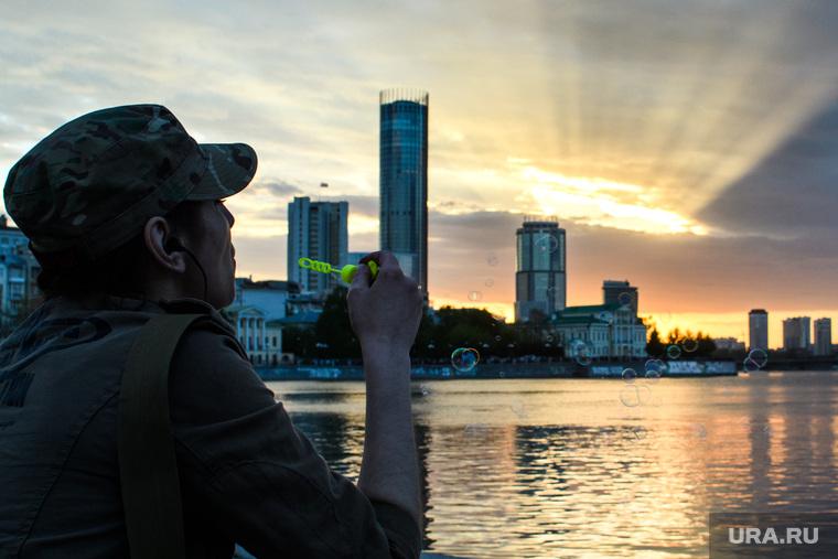 Виды Екатеринбурга, мыльные пузыри, городской пруд, город екатеринбург, закат, вечер