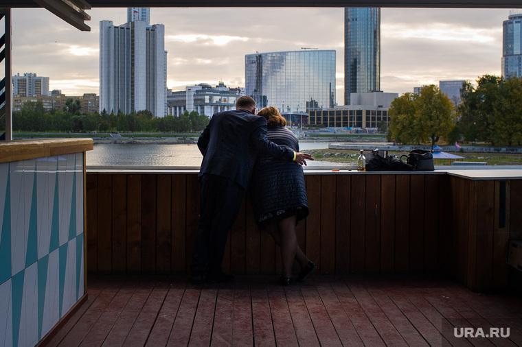 Виды Екатеринбурга , башня исеть, здание правительства со, пара, свидание, набережная городского пруда, город екатеринбург, здание заксо, отель хаятт, екатеринбург сити