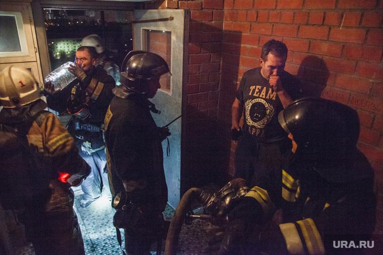 Пожар в 16-этажном доме на улице Таежной. Екатеринбург, мчс россии, пожарные