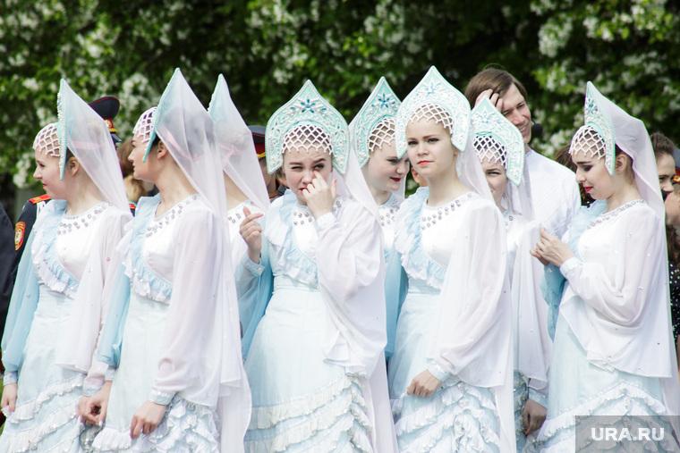 Открытие новых звезд на Аллее Доблести и Славы. Пермь, кокошник, девушки, снегурочки