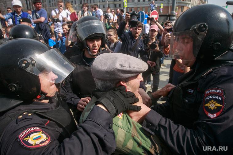 """Несанкционированный митинг """"Он нам не царь"""" на Пушкинской площади. Москва, задержания, несанкционированный митинг, винтилово, полицейские, протестующие"""