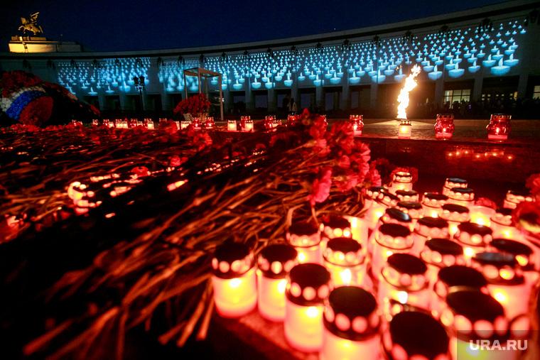 """Акция """"Помни"""" в день скорби и печали 22 июня на Поклонной горе. Москва, вечный огонь, акция памяти, парк победы, память, мемориал, свеча скорби"""
