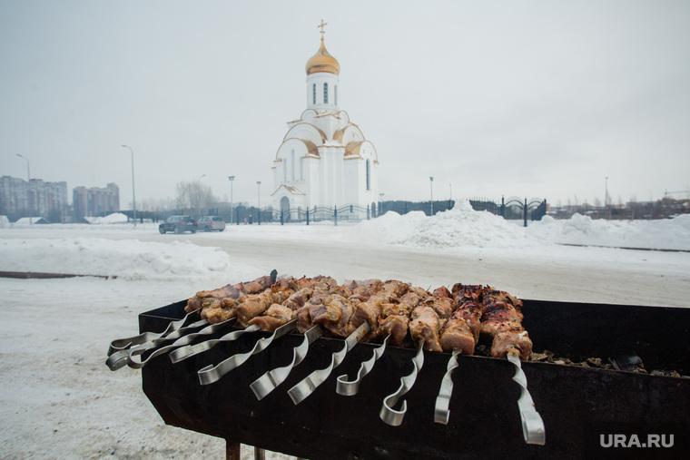 Масленичные гуляния. Сургут, мангал, жареное мясо, шашлыки, часовня святой татьяны, храм