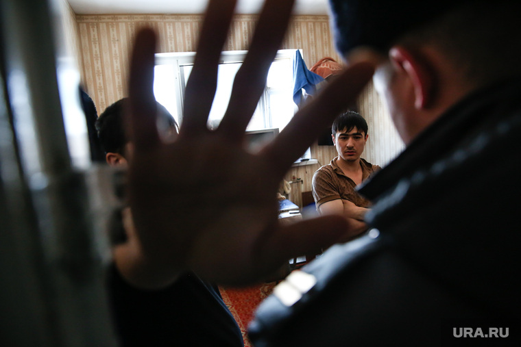 Район Черный Мыс. Сургут, мигранты, рука в объектив, полиция, проверка документов, нелегалы, не снимать