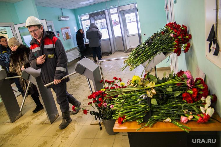 Территория СКРУ-3 ПАО Уралкалий. Соликамск , проходная, уралкалий, цветы, рабочие, турникет