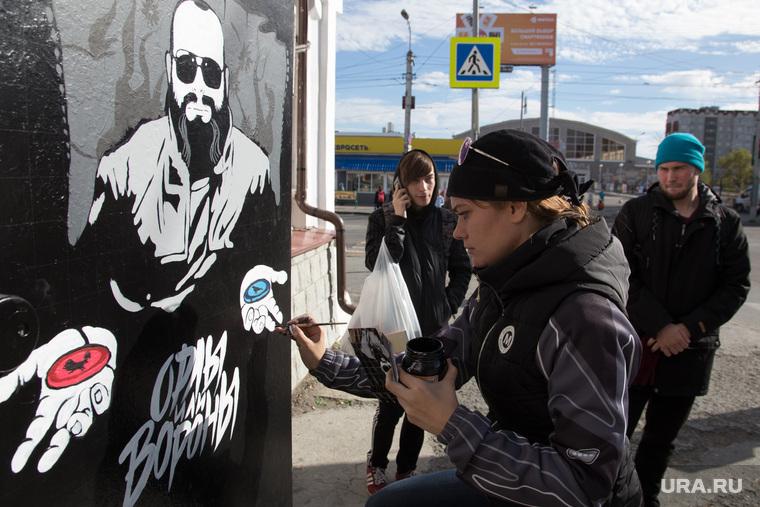 Процесс рисования граффити С изображением Макса Фадеева. г. Курган, граффити, фадеев максим, орлы или вороны