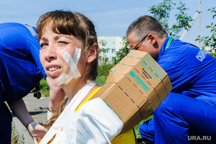 Тактико-специальные учения Скорой помощи по спасению пострадавших в ДТП. Челябинск, травма, пострадавший, спасение пострадавших в дтп, учения скорой помощи, взрослая рука