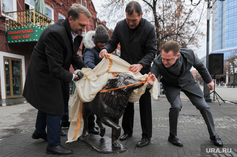 Памятник собаке по прозвищу Беляш, челябинский Хатико. Челябинск, открытие, мацко денис, барышев андрей, памятник собаке