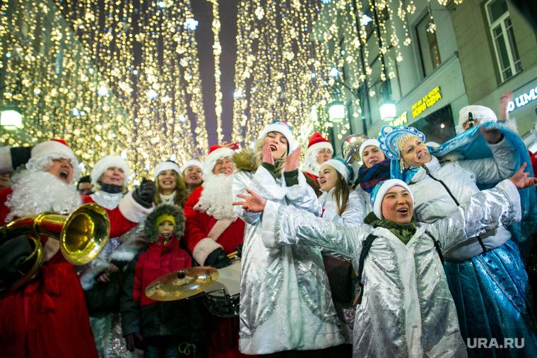 Парад снегурочек на Тверской площади в Москве. Москва