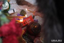 Литургия по погибшим от взрыва подъезда дома № 164 на Карла Маркса. Магнитогорск, свечи