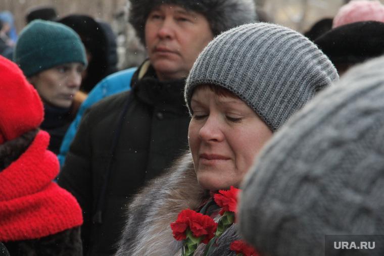 Литургия по погибшим от взрыва подъезда дома № 164 на Карла Маркса. Магнитогорск, слезы, скорбь