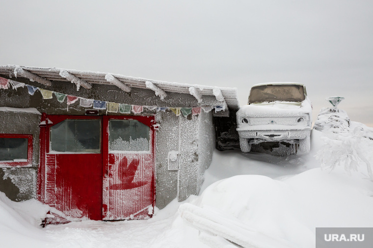 Буддистский монастырь Шедруб Линг. Качканар, гараж, замерзший автомобиль