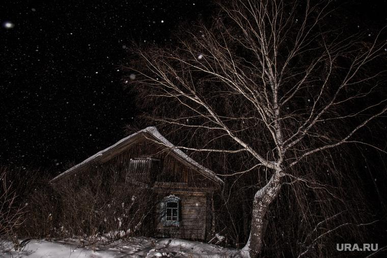 Рождественская традиция деревни Осиновка. Тюм. Область, ночь, деревенский дом, снегопад