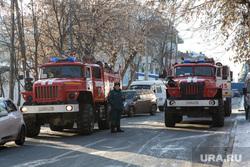Пожар памятника архитектуры по ул. Семакова 8. Тюмень, пожарные автомобили, мчс