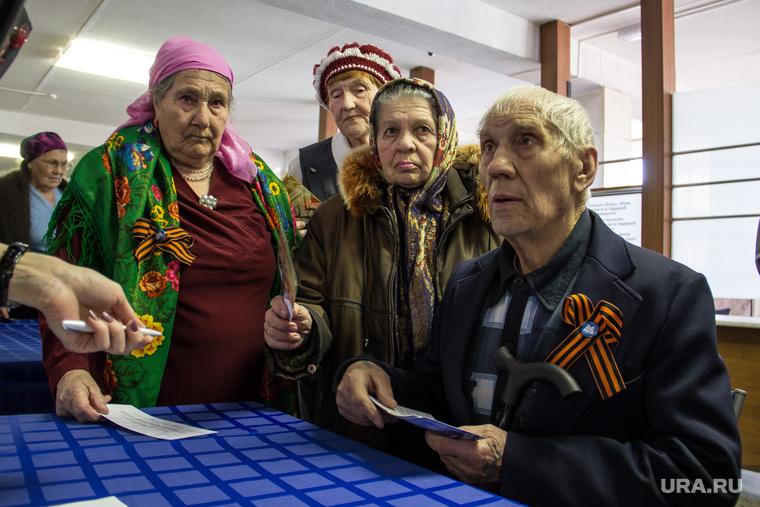 https://s.ura.news/images/news/upload/articles/277/365/1036277365/112779_Vruchenie_nagrad_veteranam_VOV_DTiM_DK_im_Ordzhonikidze_Magnitogorsk_veteran_babushki_dedushka_pensioneri_760x0_4827.3218.0.0.jpg