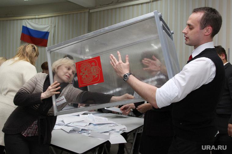Закрытие избирательного участка №118. Курган, избирательная комиссия, выборы 2015, подсчет бюллетеней, избирательный участок, урна для голосования