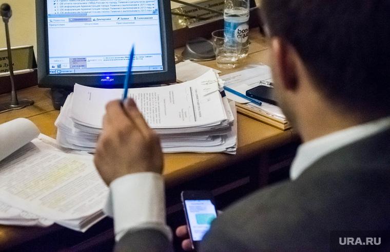 Заседание городской Думы. 24.04.2014. Тюмень, документы, монитор