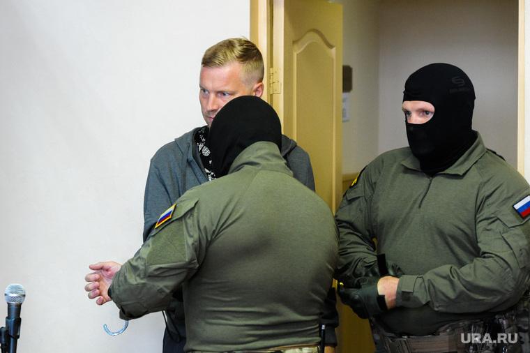 Избрание меры пресечения Антону Бахаеву в Центральном районном суде. Челябинск, конвой, бахаев антон, наручники