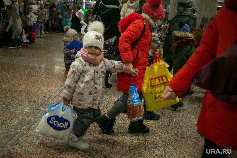 Новогодняя елка в Кремле. Москва, дети, новогодние подарки