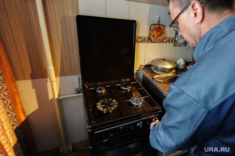 Проверка газового оборудования газовой службой. Челябинск, газовая плита, газовое оборудование, газовая служба, кухня, газовщик
