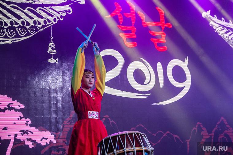 Празднование корейского Нового года по лунному календарю. Тюмень, корейцы, барабанщица, новый год, 2019, праздник