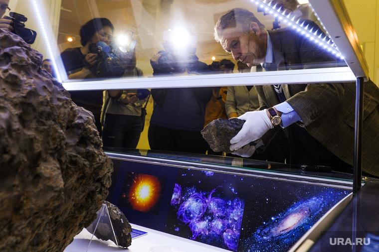 Метеорит, возвращение недостающего фрагмента в Челябинский краеведческий музей. Челябинск, метеорит, богдановский владимир