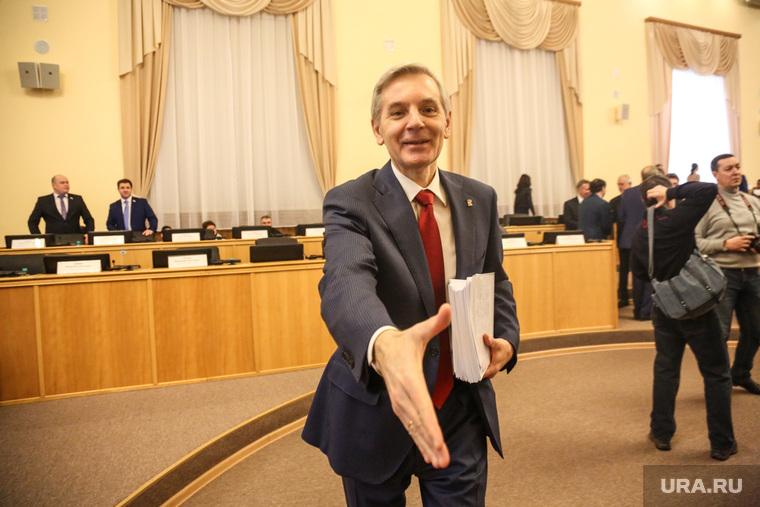Очередное заседание Тюменской областной думы. Тюмень, рукопожатие, артюхов андрей, протянутая рука