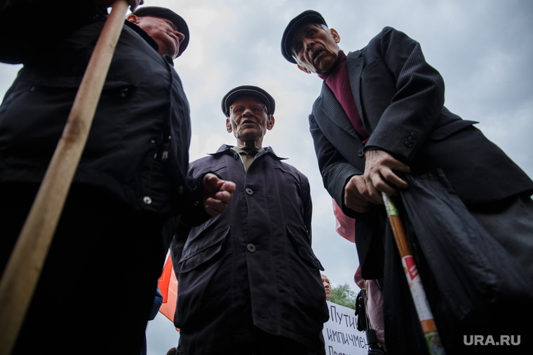 Митинг против повышения пенсионного возраста. Пермь , старики, старость, пенсия, пенсионер с палочкой, пенсионная реформа, пенсионеры