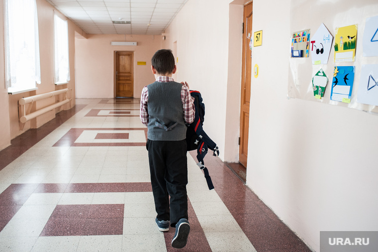 Слепой мальчик манси Тимофей Пеликов в Верхнепышминской школе-интернат имени С.А.Мартиросяна. Свердловская область, Верхняя Пышма