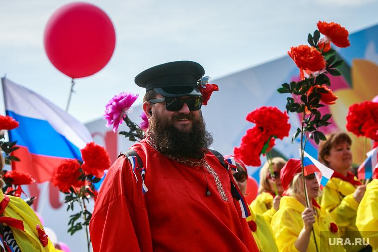 Первомайская демонстрация профсоюзов на Красной площади. Москва, первомай, бородач, демонстранты