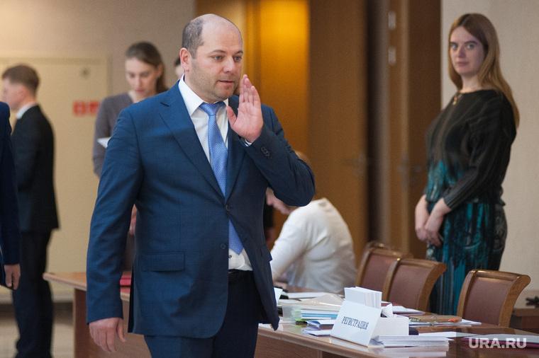 Двадцать первое заседание Законодательного собрания Свердловской области. Екатеринбург, гаффнер илья, жест рукой