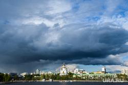 Восьмой день протестов против строительства храма Св. Екатерины в сквере около драмтеатра - начало демонтажа забора. Екатеринбург