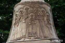 Поднятие колокола-благовеста на колокольню восстанавливаемого Собора Успения Пресвятой Богородицы. Екатеринбург