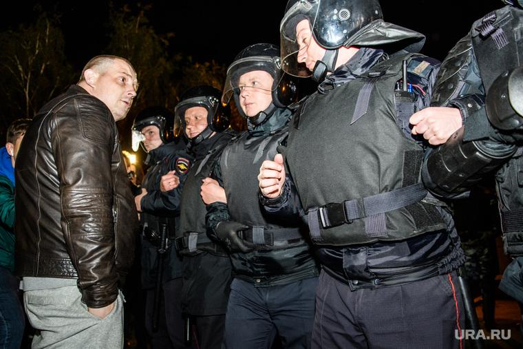 Третий день протестов против строительства храма Св. Екатерины в сквере у театра драмы. Екатеринбург, протест, омон